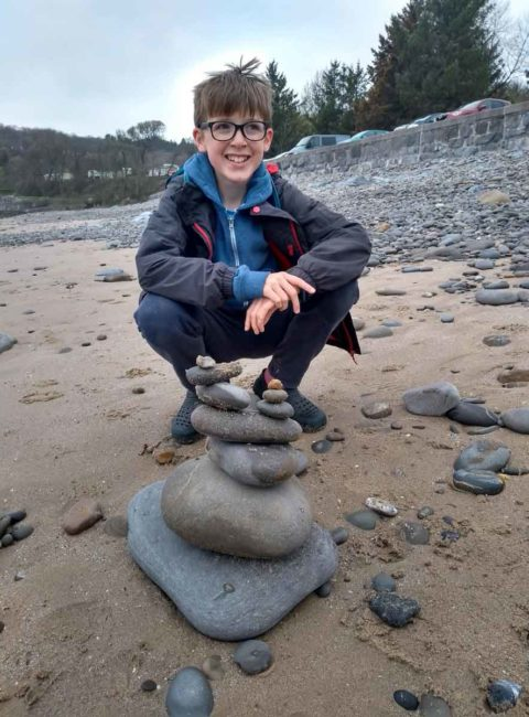 Hiking with Kids, a break to make a rock stack