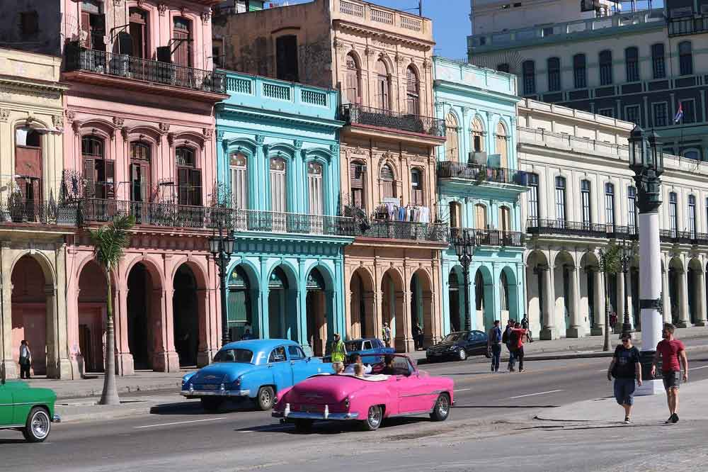 Cuba old cars and architecture