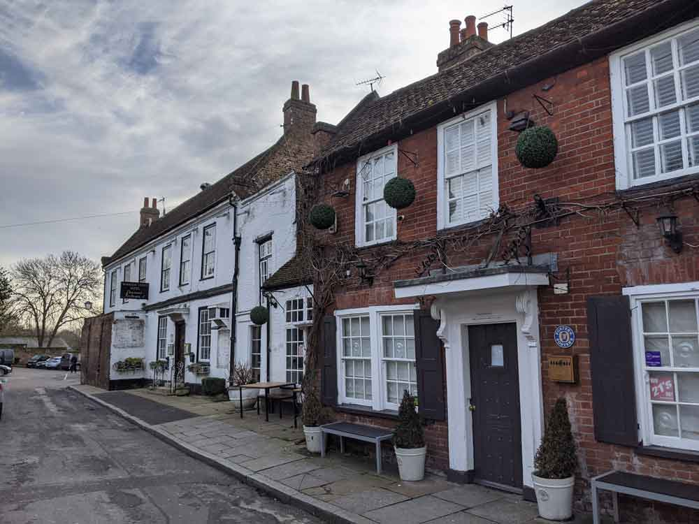 Pub & old houses at Church-Square, Old Shepperton, Surrey, UK