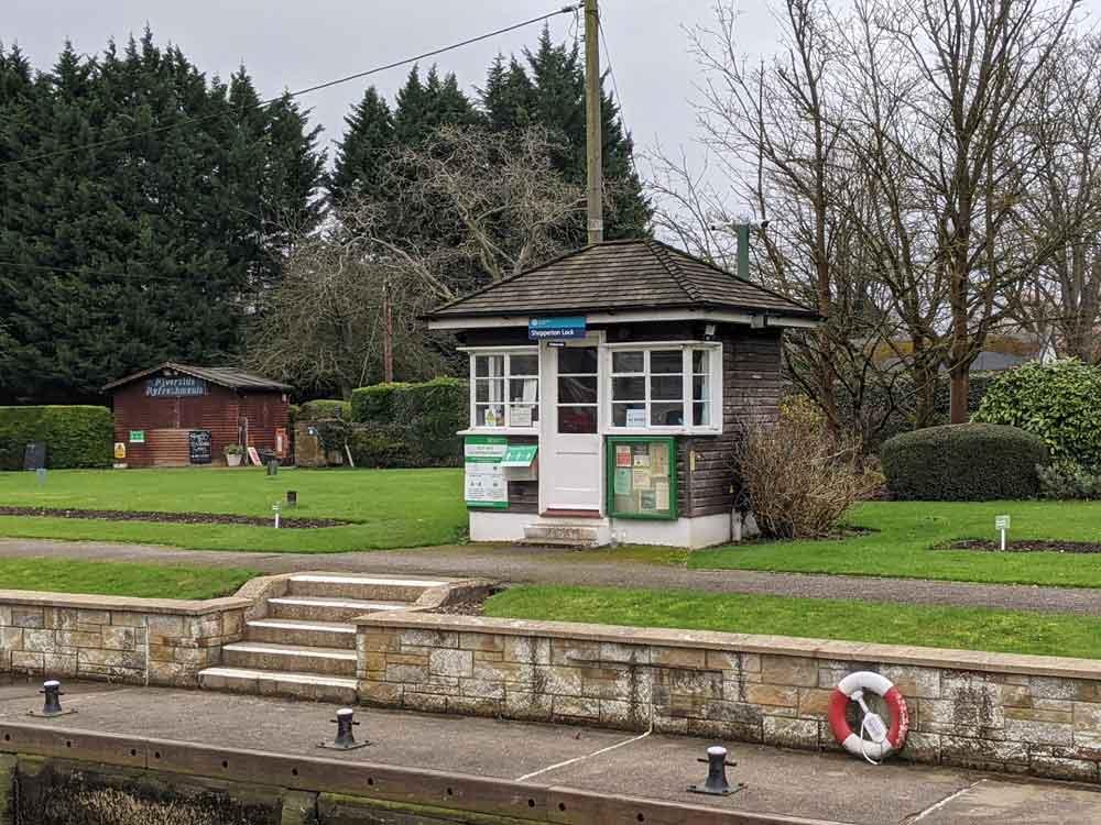 Shepperton Lock, Shepperton, Surrey, UK